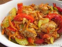 Свинина с овощами на сковороде