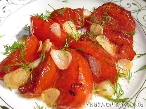 Жареные помидоры с чесноком