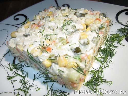 Куриный салат с кукурузой