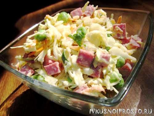 Салат с капустой и колбасой