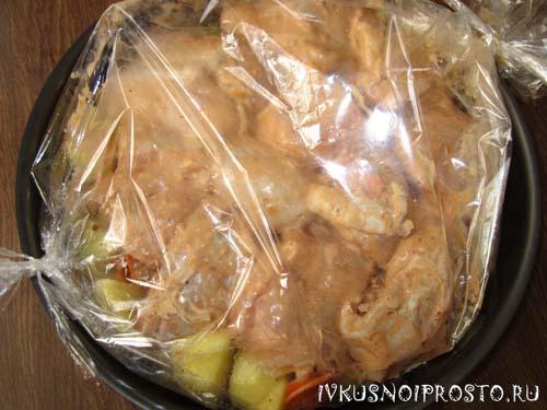 Курица с картошкой в рукаве4