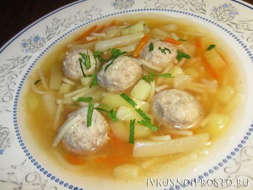 Суп с фрикадельками и вермишелью