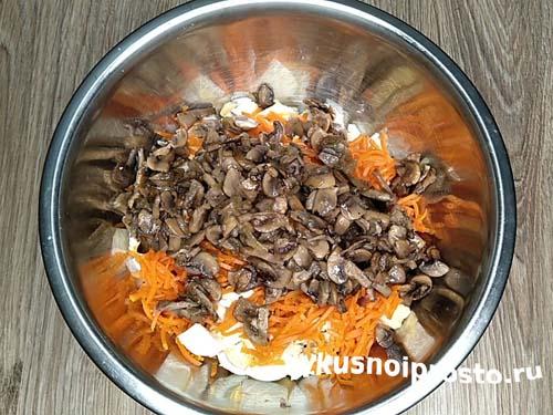 Салат с курицей и грибами7